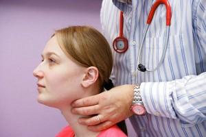 palpación tiroides